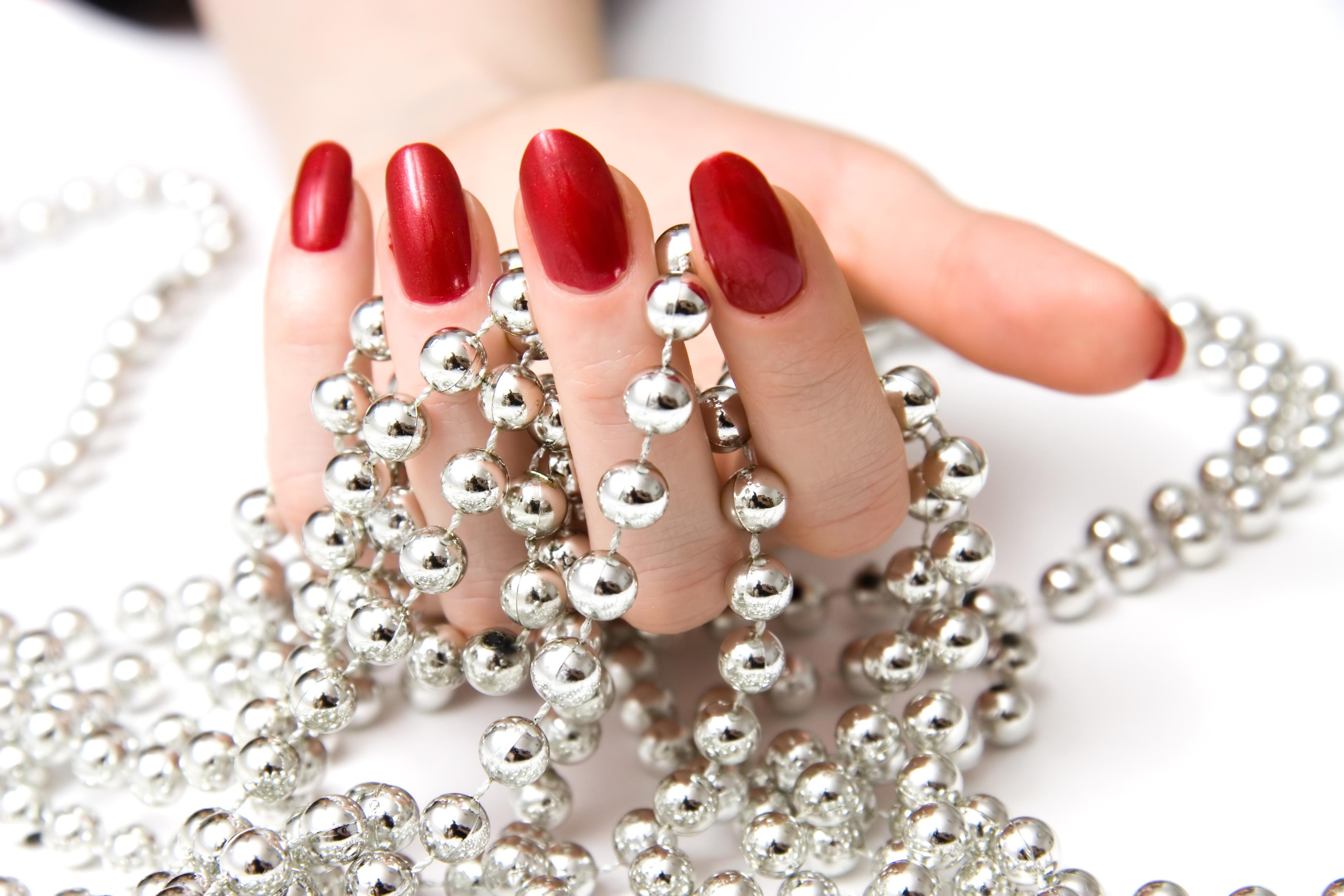 Терапия за укрепване на чупливи нокти с акрилна пудра или Gum гел и лакиране по избор във фризьоро-козметичен салон Вили! - Снимка