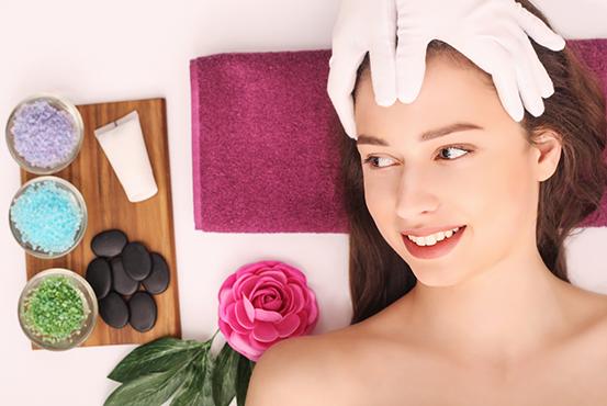 Хигиенно-козметичен масаж на лице с масажни масла от грозде и дълбоко регенериращ кожата крем с екстракт от охлюви в салон за красота Слънчев ден! - Снимка