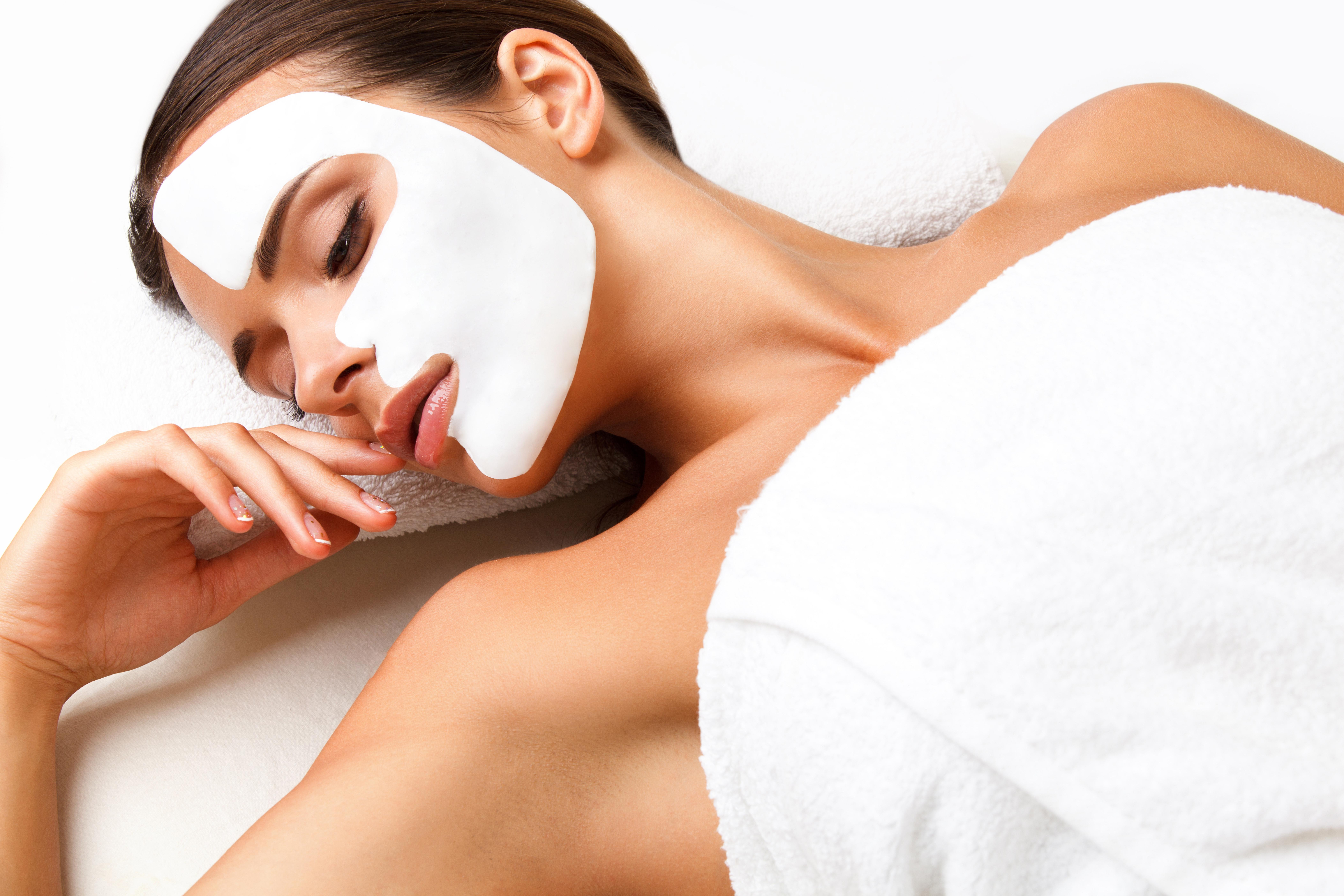 Комбинирана терапия за лице с ултразвукова шпатула, анти-ейдж масаж, ампула Лакесис и стягаща маска в Anima Beauty&Relax! - Снимка
