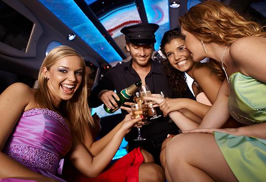 Еротичен танцьор или танцьорка в супер луксозна лимузина, безалкохолни напитки, бутилка марков алкохол по избор за Вашето парти! - Снимка