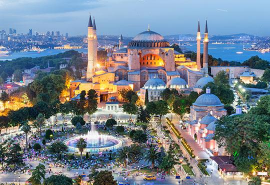 Зимна оферта за Истанбул от Варна и Бургас с Караджъ Турс! 2 нощувки със закуски в хотел 2*/3*, транспорт, класически тур в Истанбул и бонус програми - Снимка
