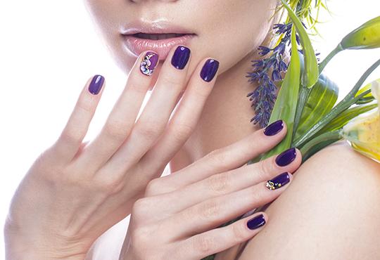 Красиви цветове и дълготрайност с маникюр с гел лак на Bluesky и Veanail с до 4 декорации от V and A Glamour! - Снимка