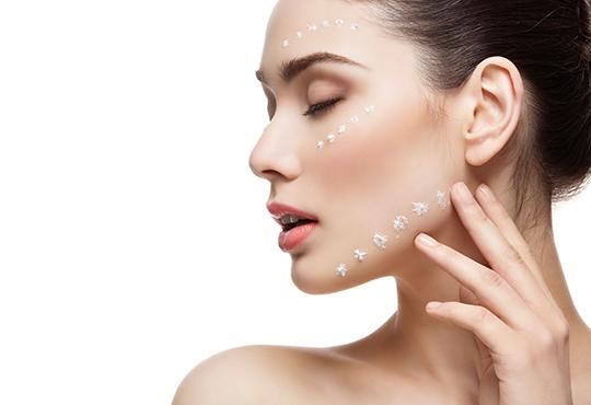 Терапия за лице с BB Glow серум за подмладяване и подобряване на тена и нанасяне на успокояваща и охлаждаща маска в салон за красота Golden Angel! - Снимка
