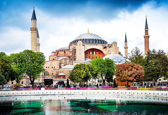 Романтичен Свети Валентин в Истанбул, Турция! 2 нощувки със закуски в хотел 3* или 4*, транспорт и посещение на Одрин! - Снимка 4