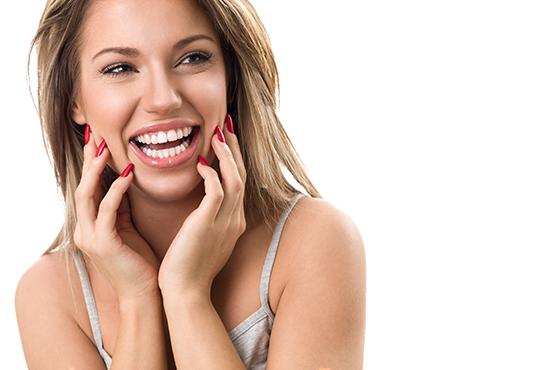 Пакетна услуга за възрастни за намаляване на чувствителността на зъбите и превенция от развитие на кариес - обстоен преглед, нанасяне на защитен флуориден лак за защита на емайла и почистване на зъбен камък от Персенк! - Снимка 2
