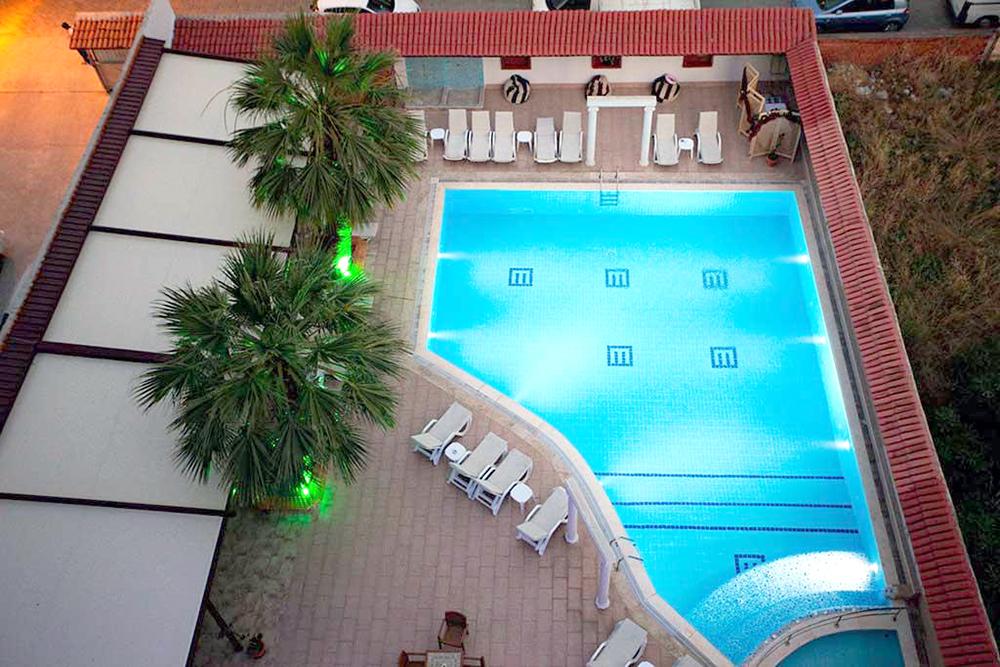 Ранни записвания за почивка през май в Hotel Dabaklar 4*, Кушадасъ - 5 нощувки със закуски и вечери, възможност за транспорт! - Снимка