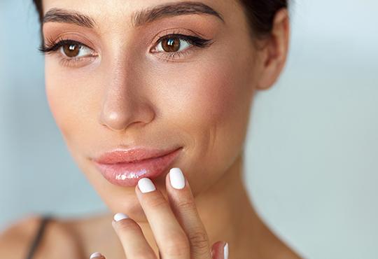 Уголемяване на устни или попълване на бръчки с американски хиалуронов филър и ултразвук в NSB Beauty Center! - Снимка